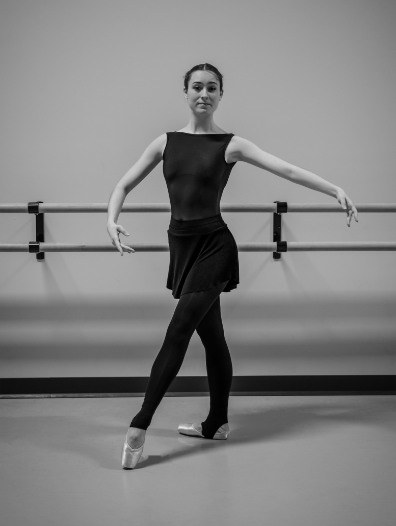 Tendu. In this common move, the leg and foot stretch to the front, back or side, with the heel raised but the tip of the toe remaining on the floor.
